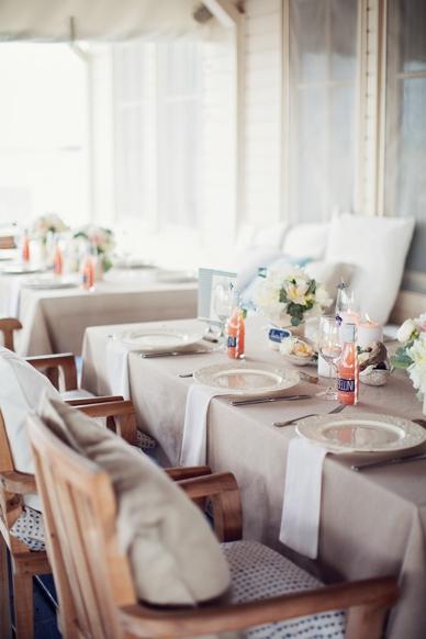 Nautical Seaside Wedding Inspiration tablesetting in blush tones Haus im See Neusiedlersee