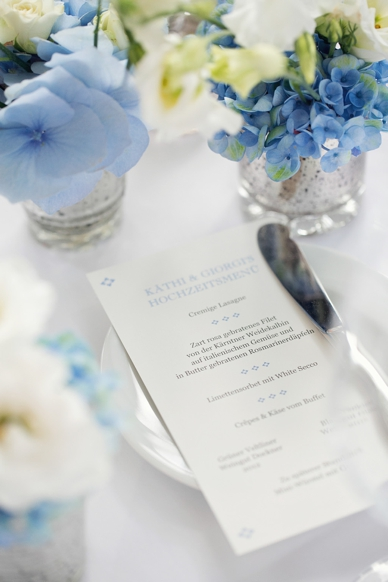 Delicatly printed wedding menue, Schloss Maria Loretto, light blue and white table decoration at this delicate lakeside wedding, photography by peaches & mint, best Austrian wedding photographers