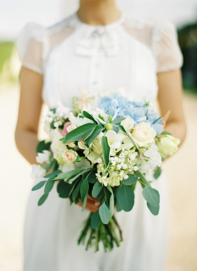 Bridal bouquet in blush tones and with herb elements by Flowerup.at