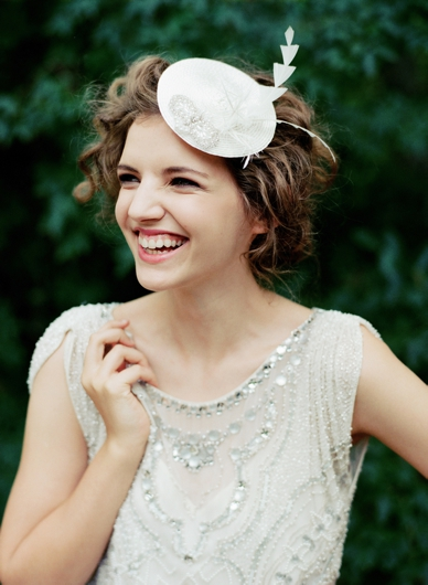 Niely Hoetsch Headpiece & Jenny Packham dress / peachesandmint.com by Pia Clodi