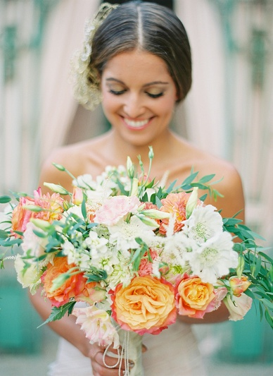 Summer wedding bouquet in peach & blush tones by Flowerup