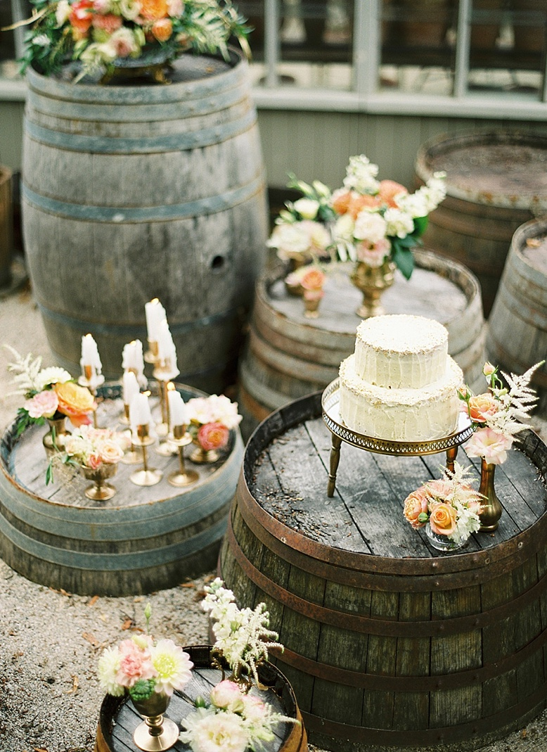 Rustic barn wedding ideas wedding cake