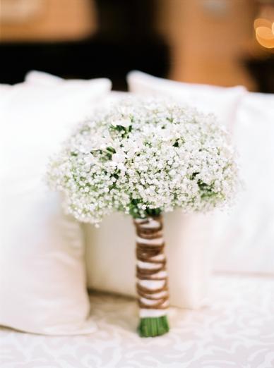 White Winter Bouquet by Kunstgärtnerei Doll