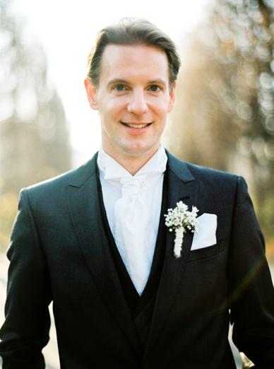 Winter wedding in Austria groom's style
