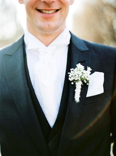 Winter wedding in Austria groom's style bouttonniers by Kunstgärtnerei Doll
