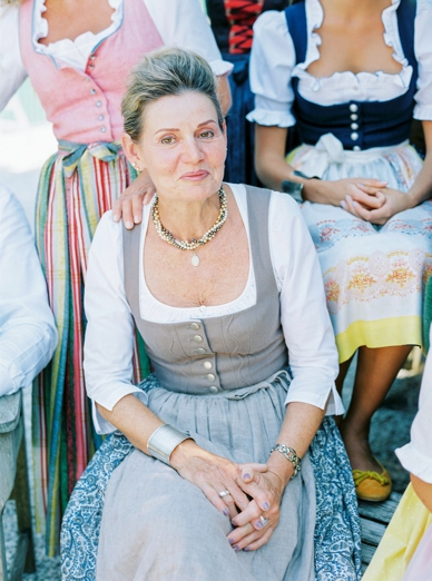 Tostmann traditional Austrian Tracht summer wedding style photography peaches & mint by Pia Clodi