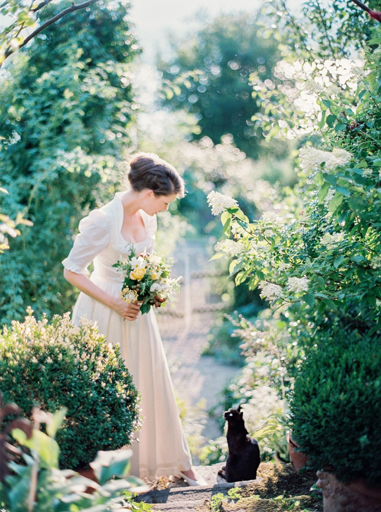 Fairytale summer wedding in Austria photography by peachesandmint.com