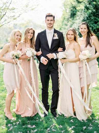 Pastell wedding inspiration made in Austria groom and bridesmades