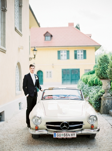 Groom and oldtimer at aiola im Schloss St. Veit