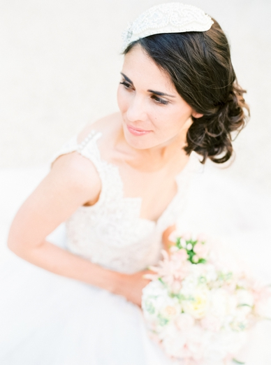 Delicate bridal headpiece by Niely Hoetsch photography by peaches & mint