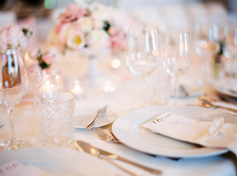 Intimate wedding tablesetting in blush tones Fine Art wedding photography Europe