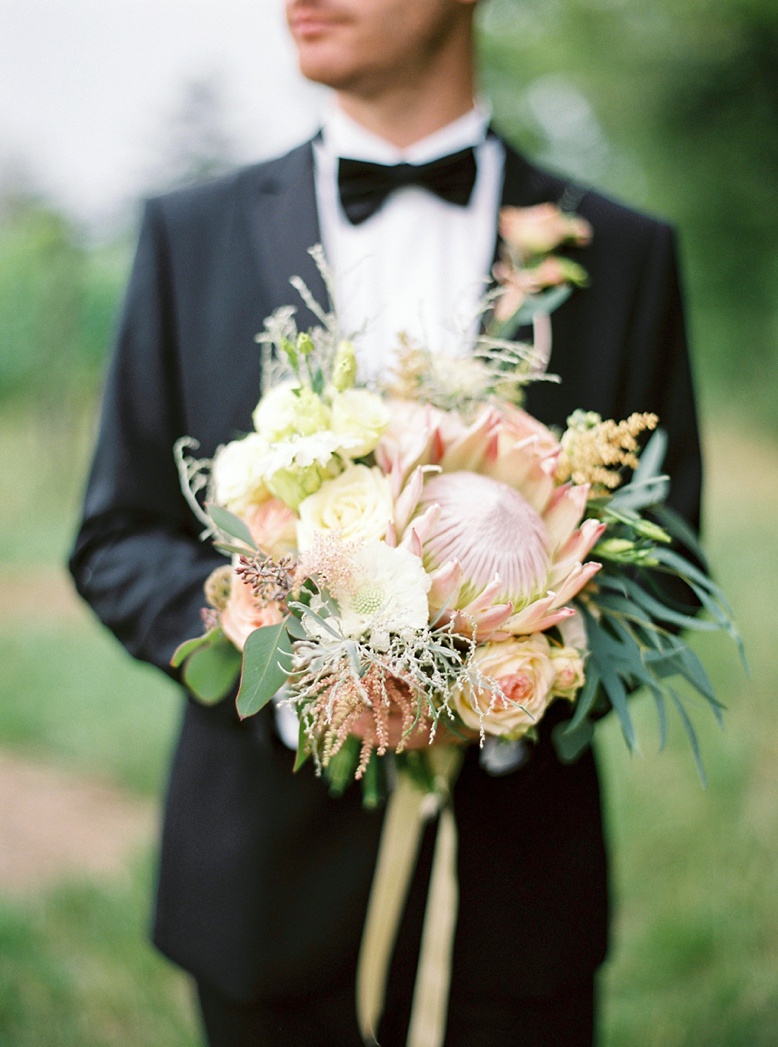 Exotic wedding bouquet by Flowerup.at photography by peachesandmint.com