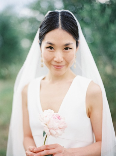 Stunning korean bride at tuscany destination wedding photography by Europe's best wedding photographer peachesandmint.com