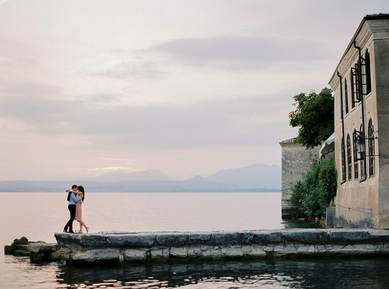 Couple Shoot San Vigilio Lago di Garda by peachesandmint.com captured on Fuji 400H film photography