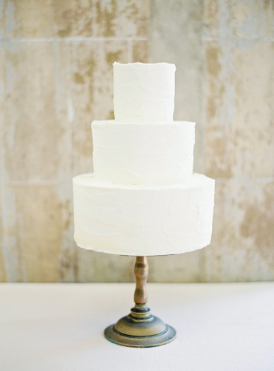 The stunning elegance of simplicity with this cake by Lily Cupcake