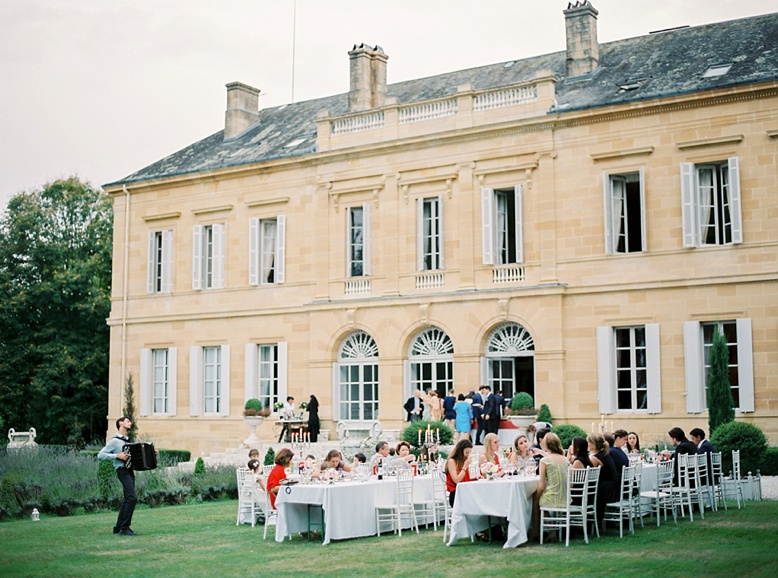 Beautiful & relaxed outdoor reception at France Destination wedding Chateau La Durantie photograhy by peachesandmint.com