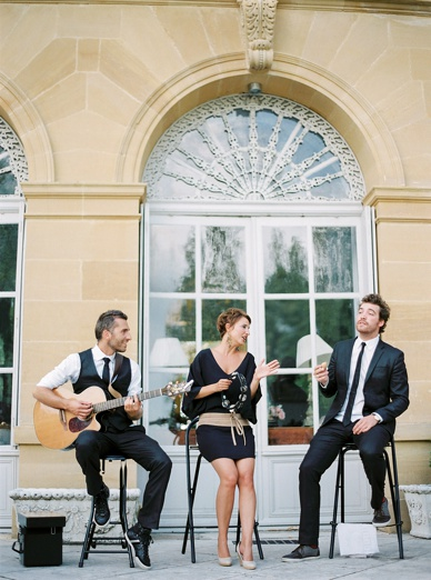 Ma family Trio genial accoustic music at wedding in Dordogne France www.mafamilytrio.com/
