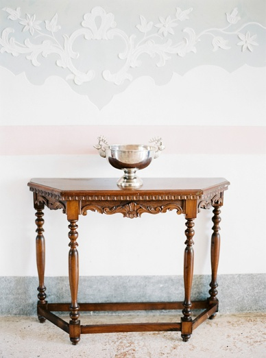 Furnished with original pieces villa italy wedding location photography by peachesandmint.com
