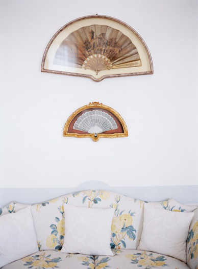 Furnished with original pieces villa italy wedding location old fans
