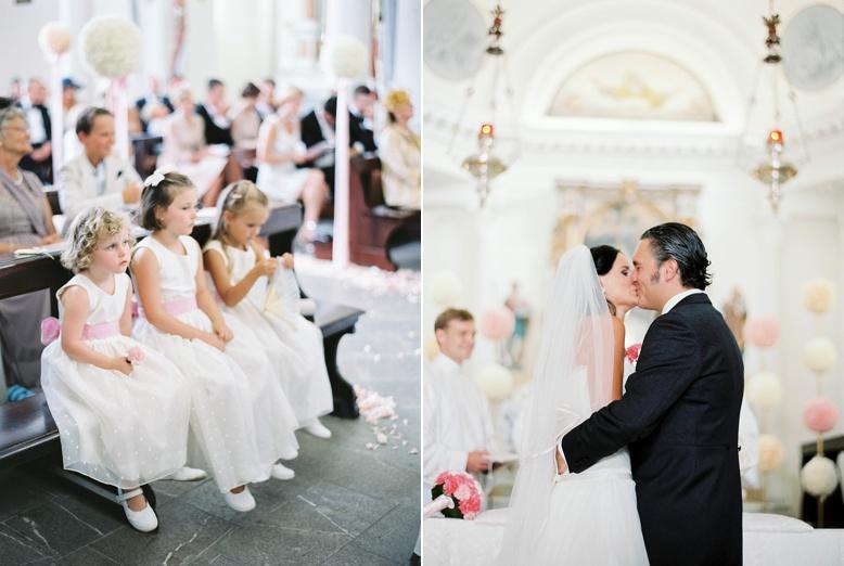 Flower girls & kiss Italy destination wedding by peachesandmint.com