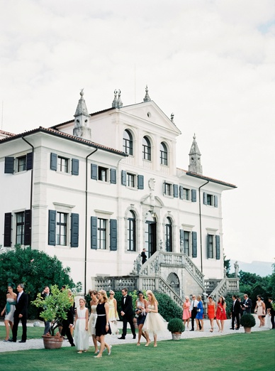 Wedding guests arriving at Villa Deciani after the ceremony