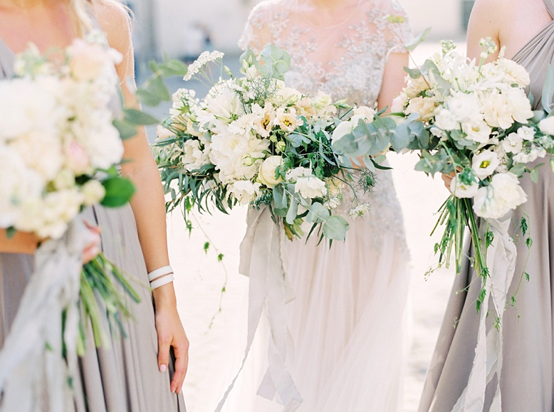 Airy grey and green florals by artist Fiona Seidl of Flowerup.at finest wedding photography by peachesandmint.com