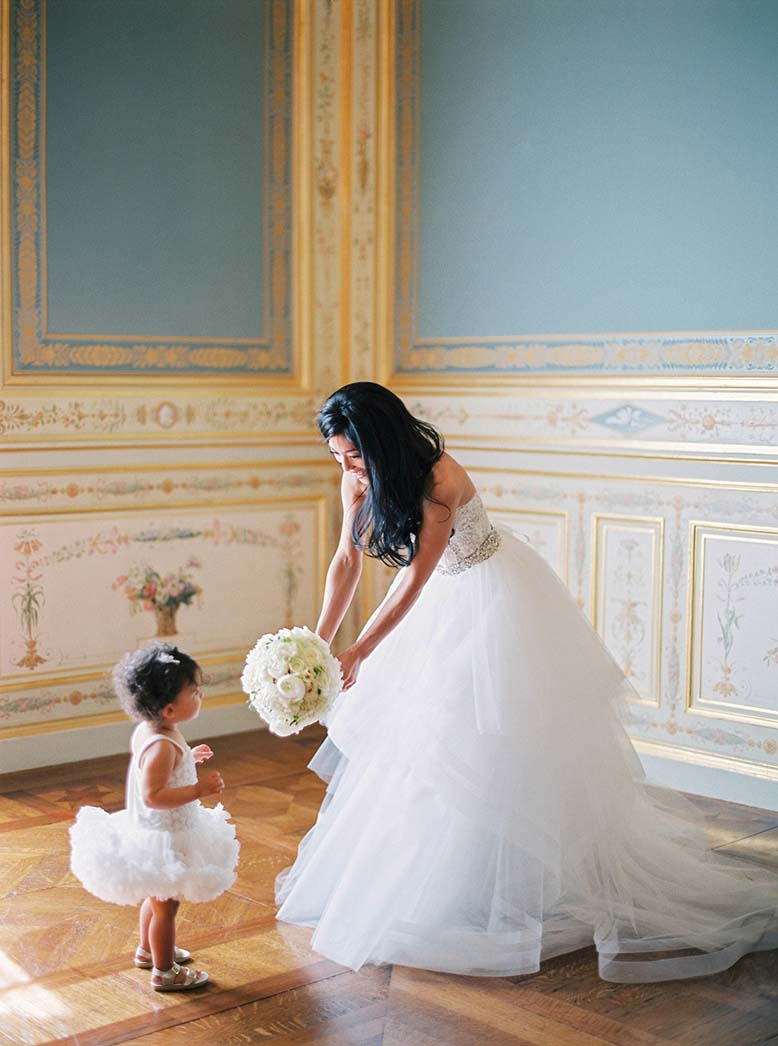 Flower girl inspiration in this elegant wedding in Paris | Fine art film photographer Peaches & Mint