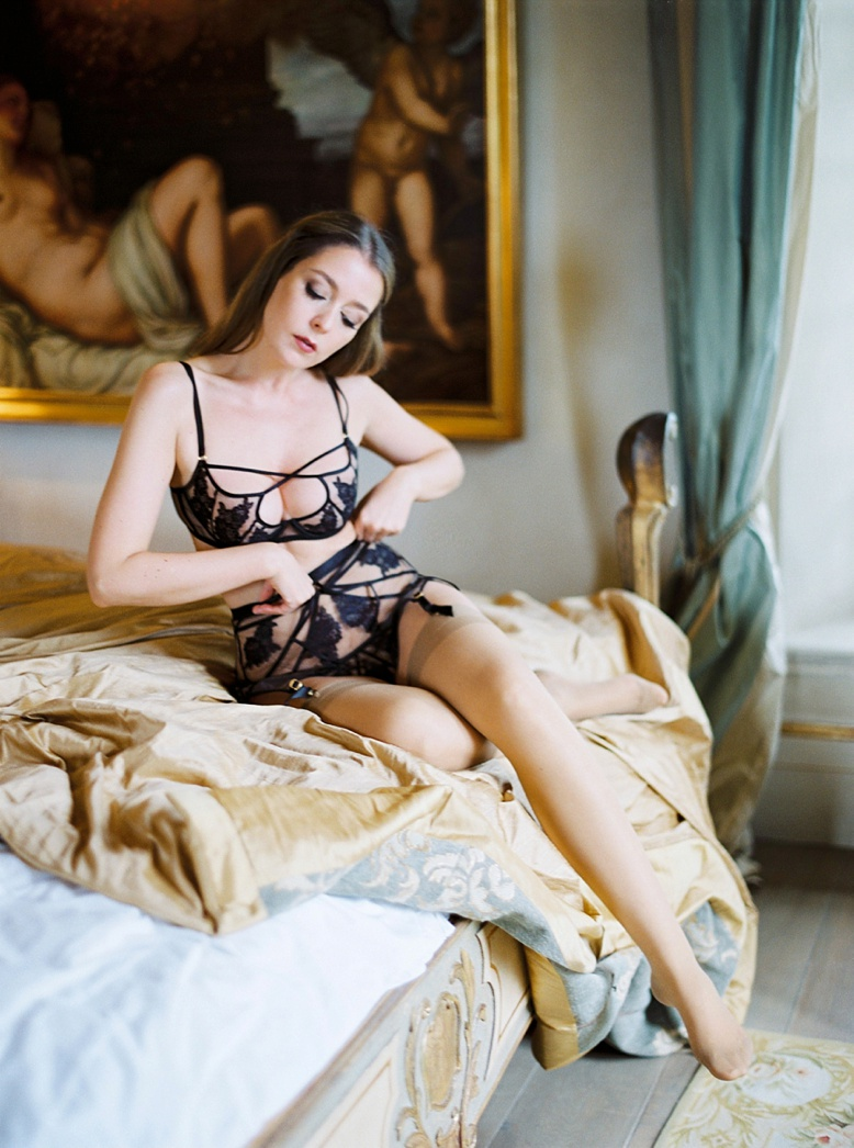 Top Honeymoon Destination Tuscany luxurious boudoir Session