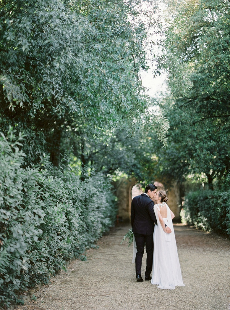 Morning stroll through the romantic Boboli gardens in Florence, Finest Wedding Photography by Peaches & Mint