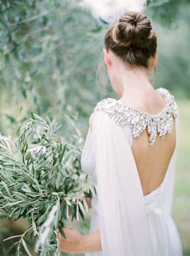 Tuscan goddess olive grove wedding editorial by Peaches & Mint, styling Comme Soie, dress Twobirds, Cape Gibson Bespoke